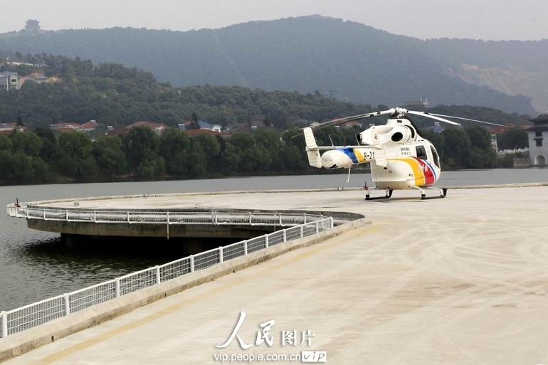 华西村已经拥有自己的飞机场.