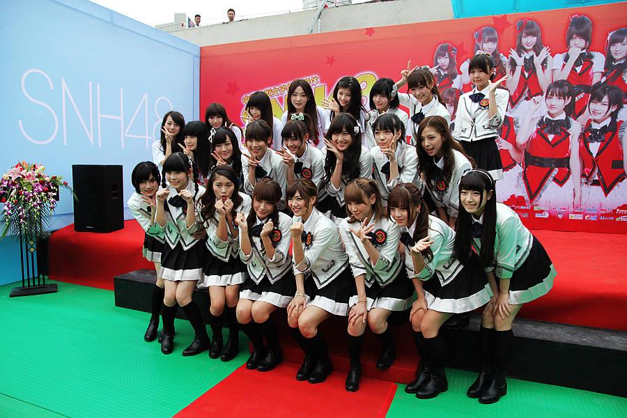 中国首个偶像团体专属剧场开业 SNH48萌妹子