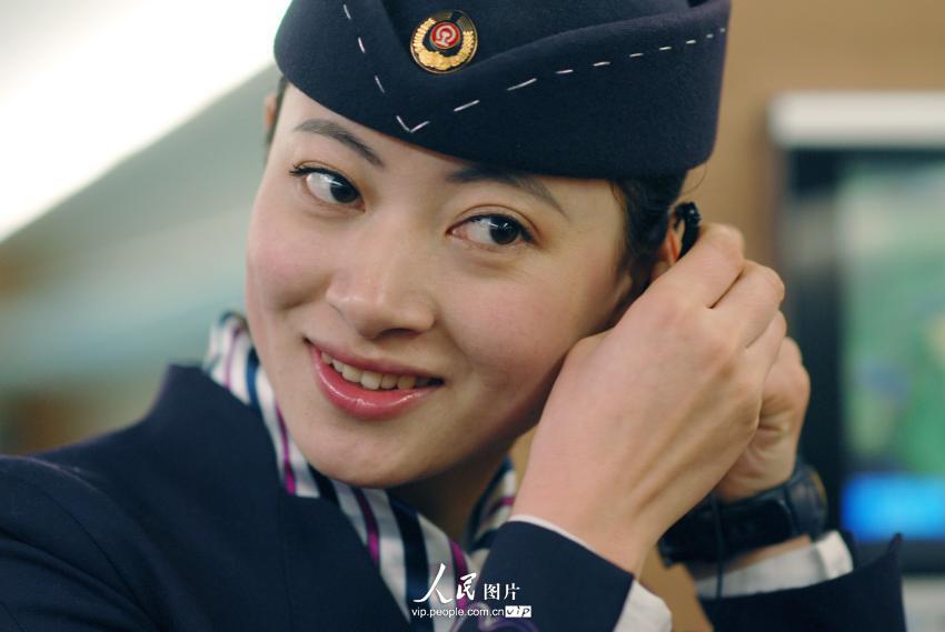 青岛90后美女列车长 春运里的五朵金花【2】