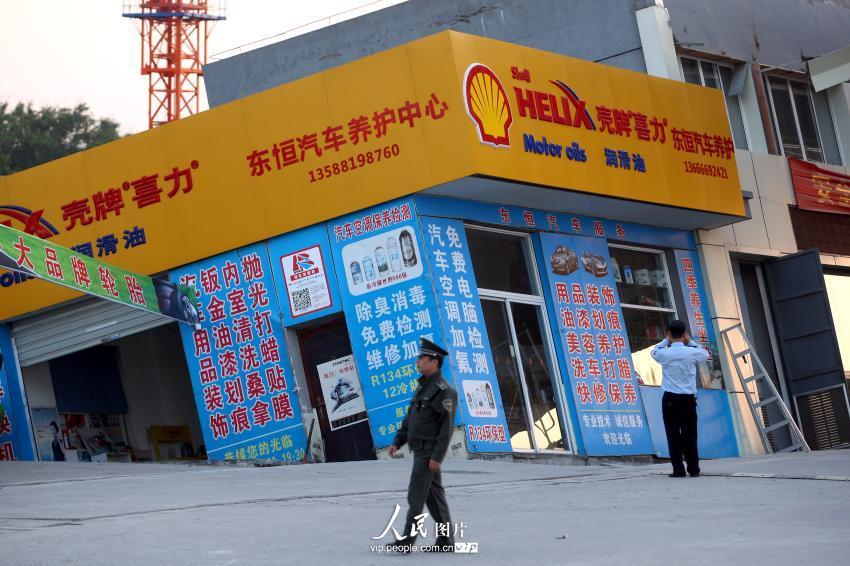 杭州一加油站二层楼房倾斜【2】