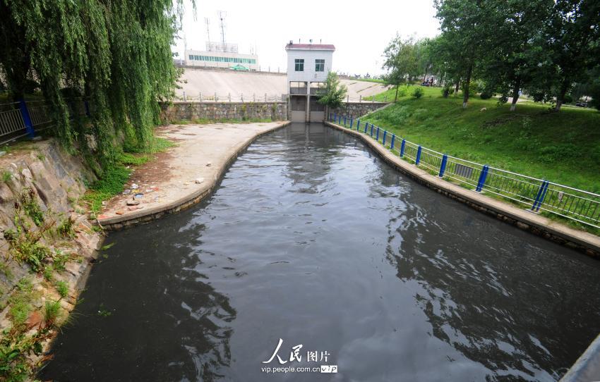 安徽安庆:市政排水口污水直接向长江排放【2】
