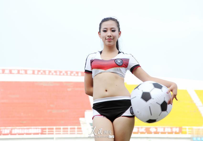 美女足球宝贝青春炫酷