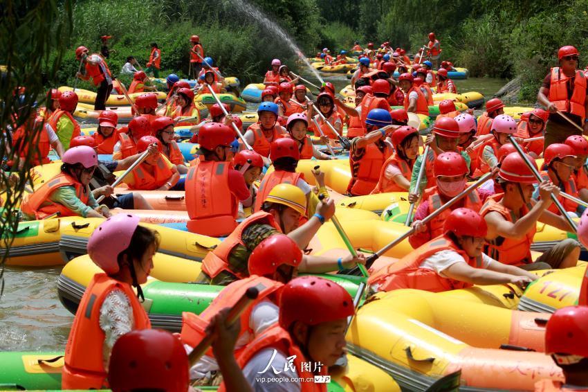 河南三门峡景区漂流拥挤如碰碰车【2】