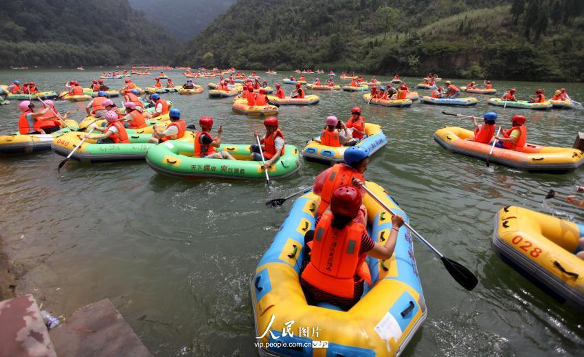 河南三门峡景区漂流拥挤如碰碰车【3】