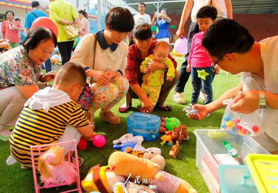 陕西渭南:幼儿旧物置换 体验别样的暑期乐趣(2014.8.16)10版图片