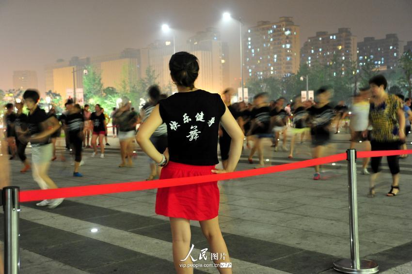 """广场舞""""占领""""杭州东站 车站划出""""跳舞固定区域""""【4】"""