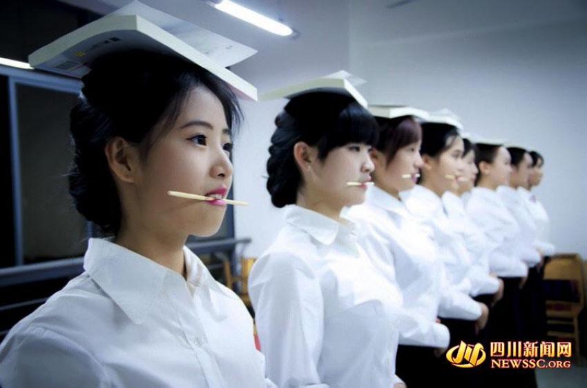 下载四川各高校美女队长腿礼仪如云性感美女高清实拍图片