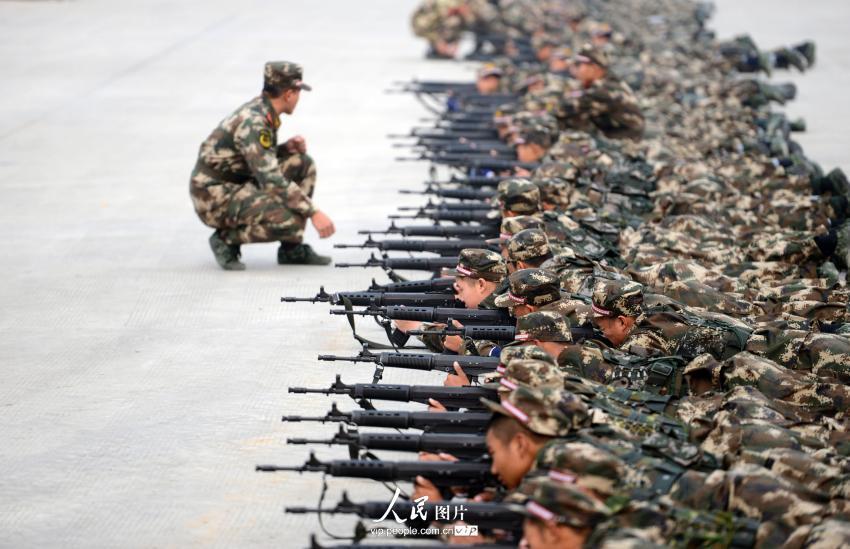 """探访""""95后""""新兵军营生活【2】--图说中国--人民网"""
