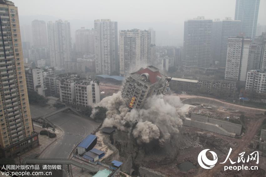 实拍重庆沙坪坝怡馨大厦爆破 全程仅2秒【3】