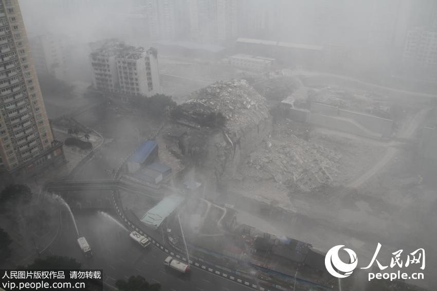 实拍重庆沙坪坝怡馨大厦爆破 全程仅2秒【5】