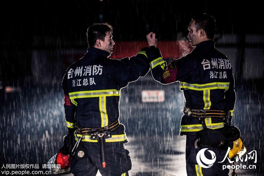 浙江消防员拍励志写真 堪比电影大片【5】