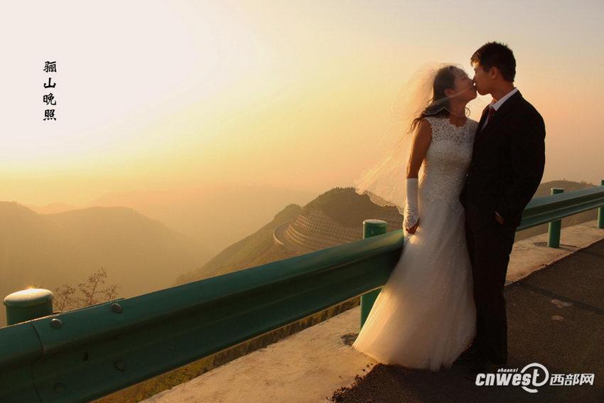 """王超和王新娜的""""关中八景""""婚纱照之骊山晚照。"""