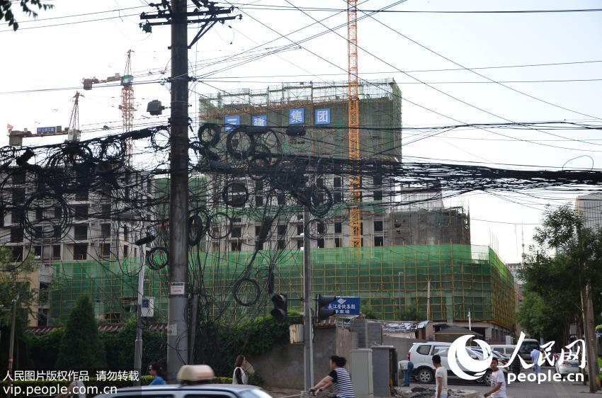 山西太原一街道惊现 电线阵图片