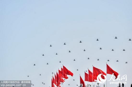 字号 点击下载此图片   胜利日阅兵空中梯队共有18型近200架飞机参阅