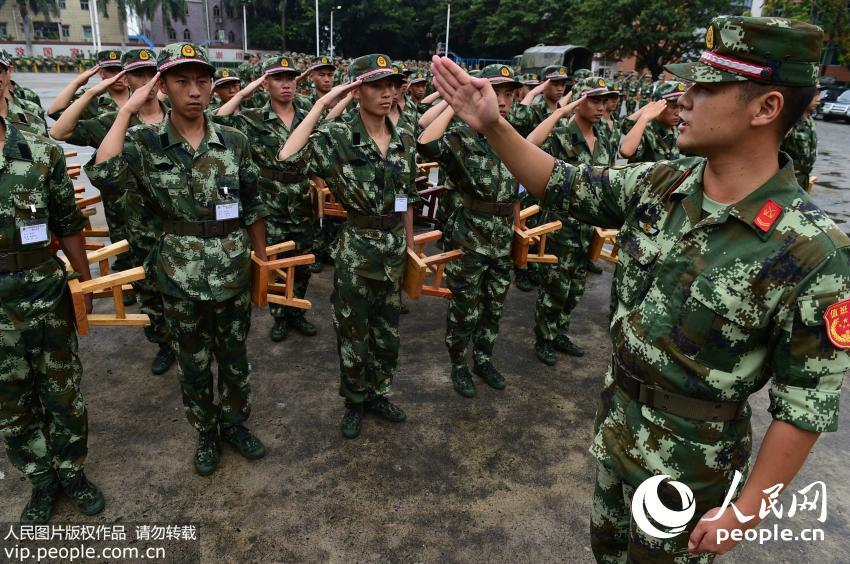 广东武警部队2015年度新兵正式开训图片