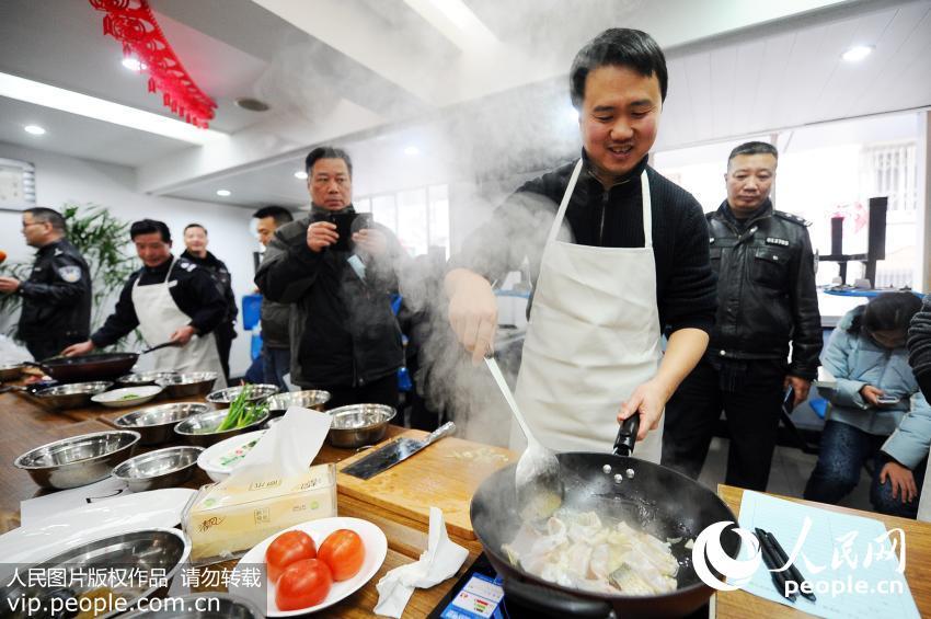 杭州警察厨艺大比拼 热闹迎新春