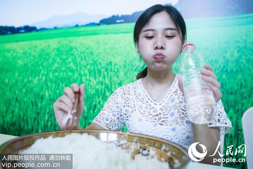 90后猛男大胃王v猛男吃白米饭一口气吃八斤艹美女美女图片
