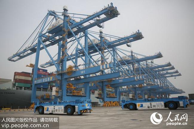 亚洲首个全自动化码头在青岛港正式投入运营(2017.7.13)海外版10版