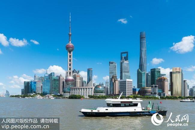 """上海现高颜值""""水晶天"""" 外滩蓝天白云风景迷人(2018.7."""