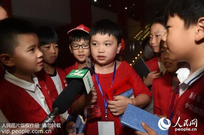 8月23日,获得一等奖的澳门选手虞子昂接受媒体采访。