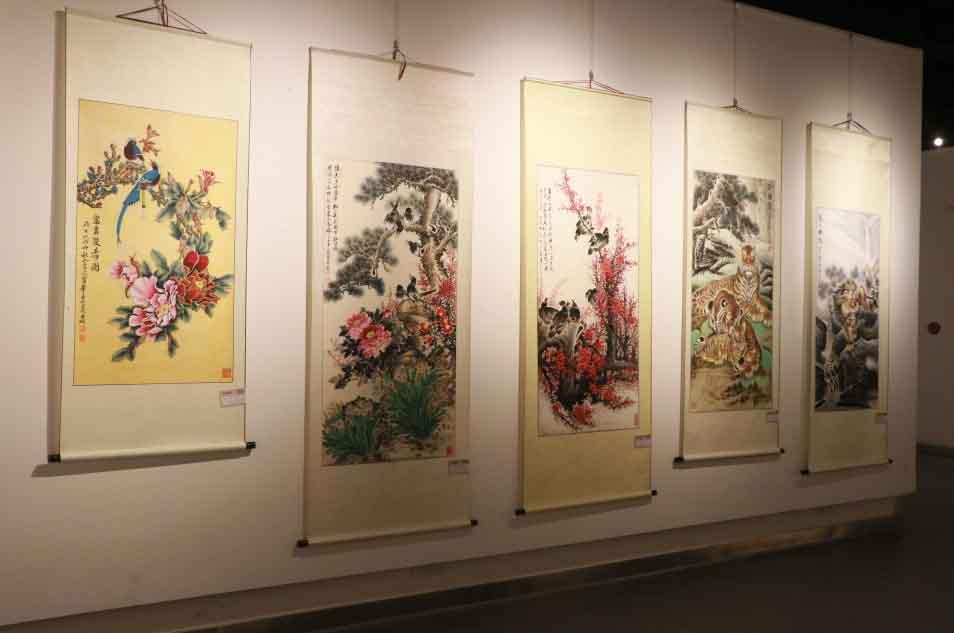 宁波北仑:97岁农民画家办个展