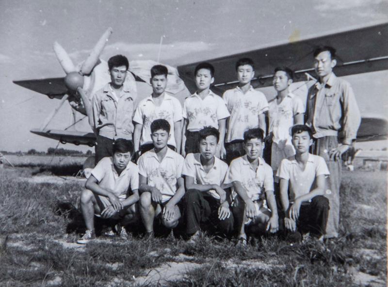 1968年,中国民航高级航校学员合影(二排左三)。作者:陈松