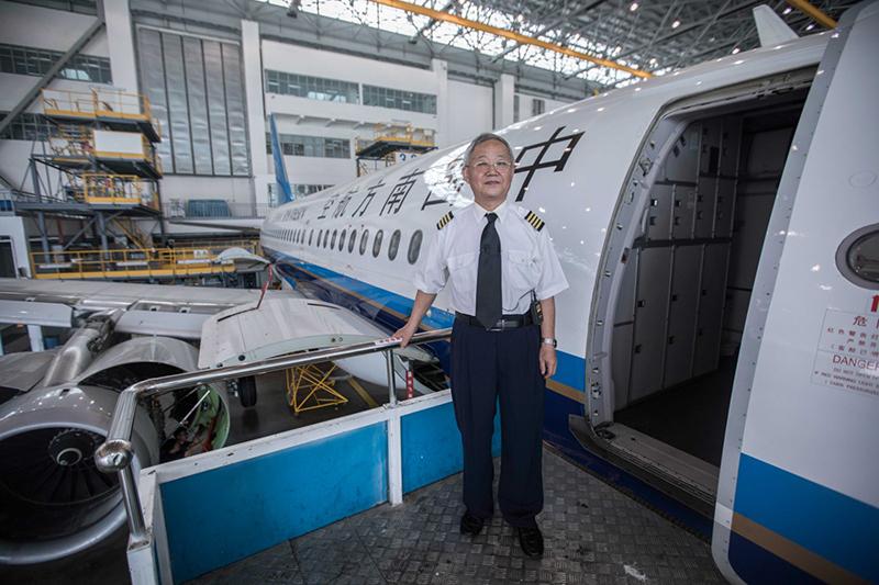 2019年,袁占明在新款空客320飞机上。作者:陈松